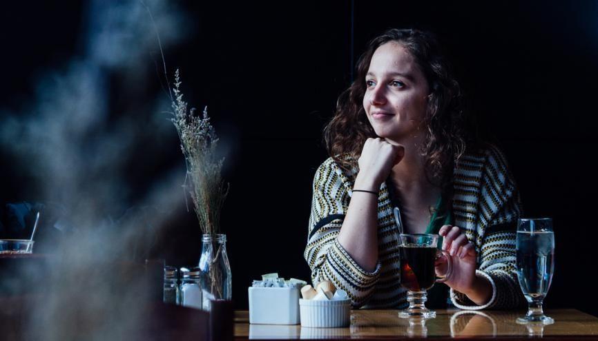 Laura aime bien aller se réchauffer dans l'un des nombreux cafés du centre-ville de Kingston. //©Valerian Mazataud/ HansLucas pour l'Etudiant