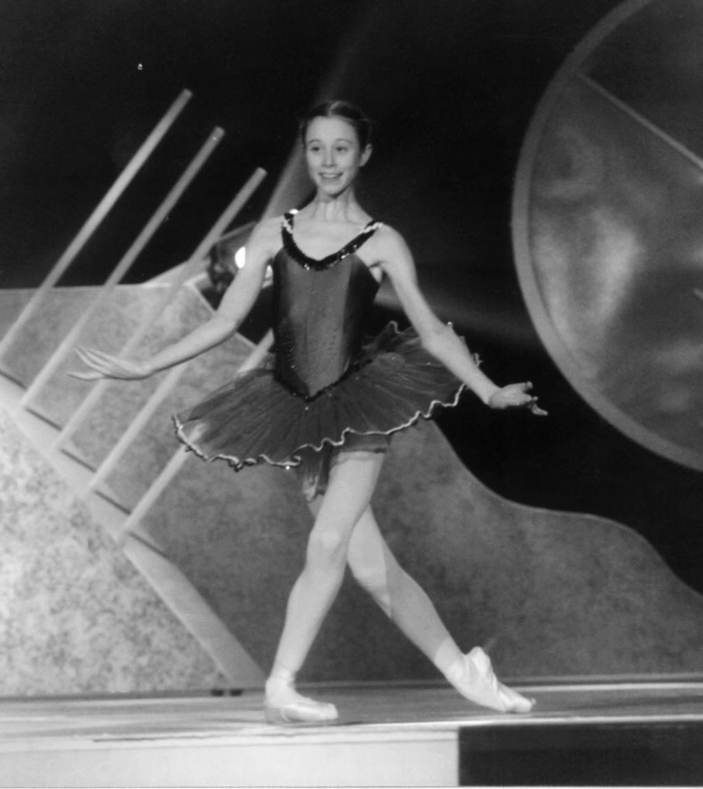 """Julie Schepens vient de quitter l'Opéra, et sa professeure attitrée, Myriam, lui fait passer de nombreux concours dont celui des """"Jeunes solistes"""", en 1995.  //©Photo fournie par le témoin"""