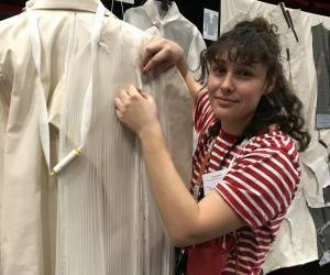 Anaïs, 22 ans, apprentie en CAP Couture chez Dior s'envole pour Los Angeles pour retoucher les robes des célébrités à la cérémonie des Oscars le 9 février