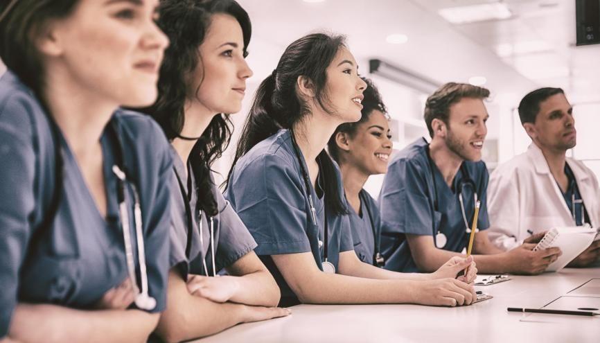 """Pendant le """"Ségur de la santé"""", les étudiants en médecine ont l'ambition de faire entendre leurs propositions. //©vectorfusionart / Adobe Stock"""