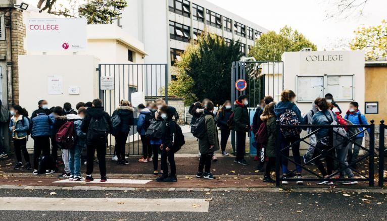 Un protocole sanitaire insuffisant dans les collèges et lycées ? La grogne monte chez les syndicats qui réclament un renforcement des mesures.