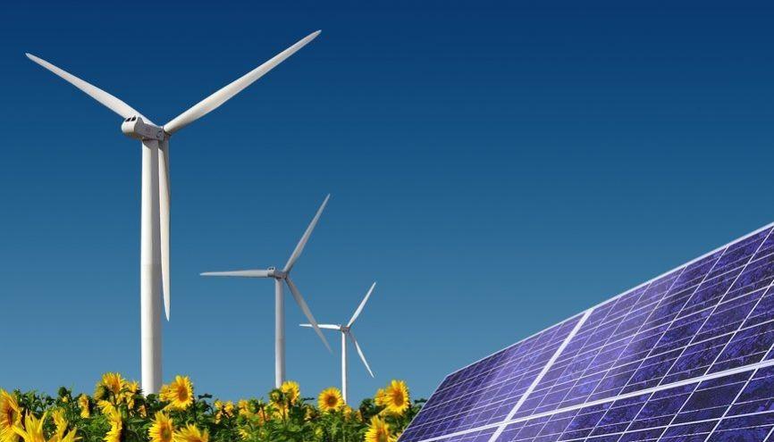 Le secteur éolien recrute les diplômés des filières courtes spécialisées. //©photlook