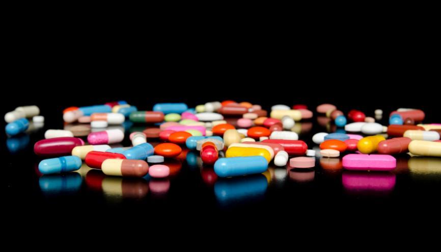 Délivrance de médicaments dans une pharmacie de ville, industrie, laboratoires d'analyses… les débouchés sont variés. //©iStockphoto