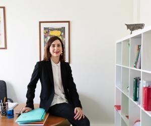 Si à l'adolescence le journalisme a intéressé Laure c'est vers le droit qu'elle s'est dirigée pour s'épanouir.