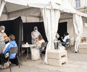 À Nantes, près de 500 élèves de la faculté de médecine ont être testés.