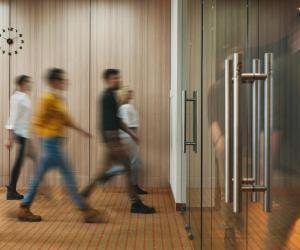 Le passage entre les écoles de management et le monde de l'entreprise se fait plus facilement avec l'alternance.