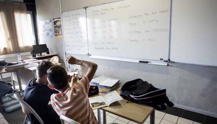 En quatrième, les élèves gagnent en autonomie et sont davantage sollicités en cours. //©Ian HANNING/REA