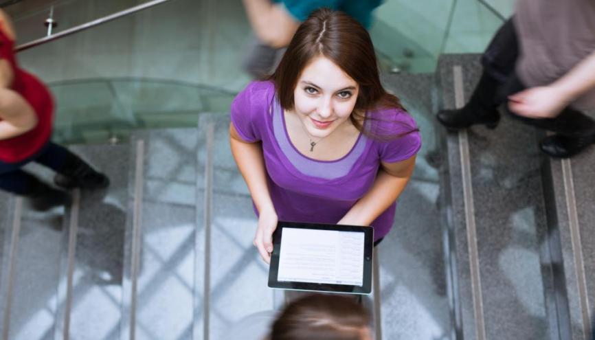 Twitter, Facebook, YouTube... Il y a du bon à prendre sur les réseaux sociaux pour réviser vos exams et vous préparer aux grandes échéances. //©Fotolia