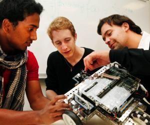Spécialisée dans les systèmes numériques et les objets communicants, l'ESIGETEL pousse ses étudiants à partir au moins sept mois à l'étranger.