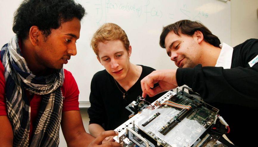 Spécialisée dans les systèmes numériques et les objets communicants, l'ESIGETEL pousse ses étudiants à partir au moins sept mois à l'étranger. //©ESIGETEL