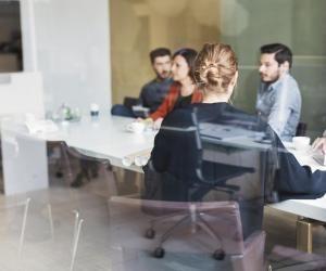 Premier consigne en cas de conflit dans votre entreprise : s'il y a des tensions dans l'équipe, restez en retrait