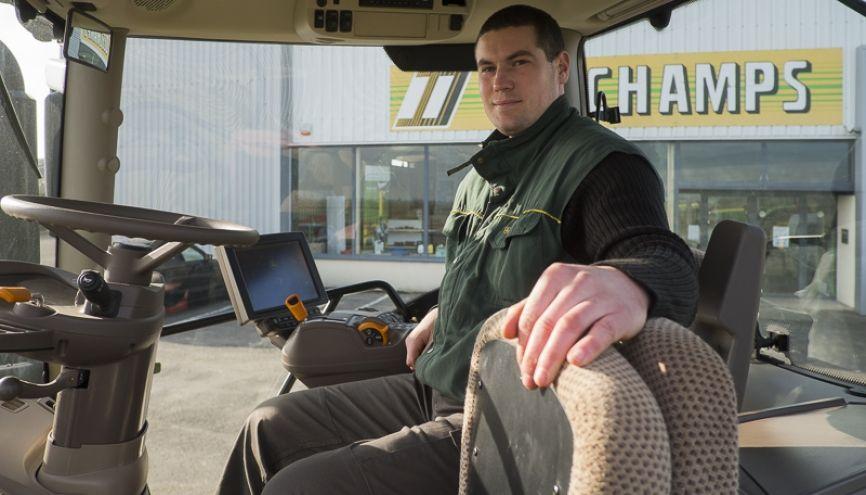 La cabine d'un tracteur, un mélange de confort et de high-tech. //©Cyril Entzmann / Divergence pour l'Etudiant
