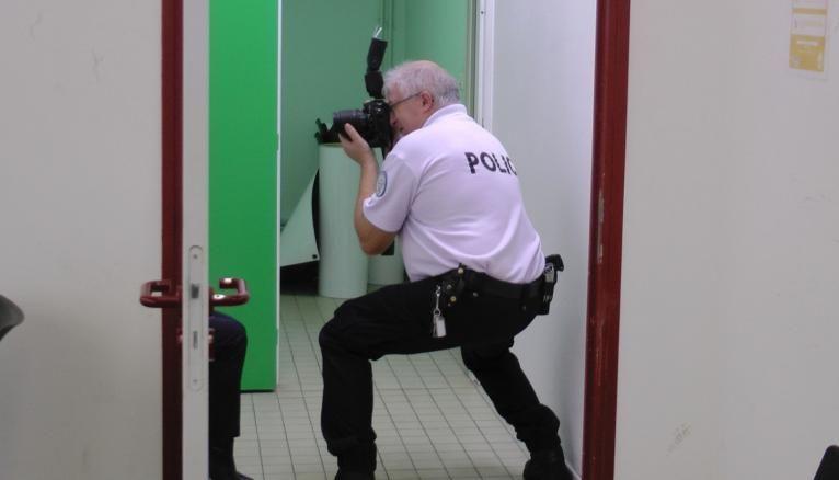 Shooting photo express après la distribution de l'uniforme pour constituer le trombinoscope de la promotion.
