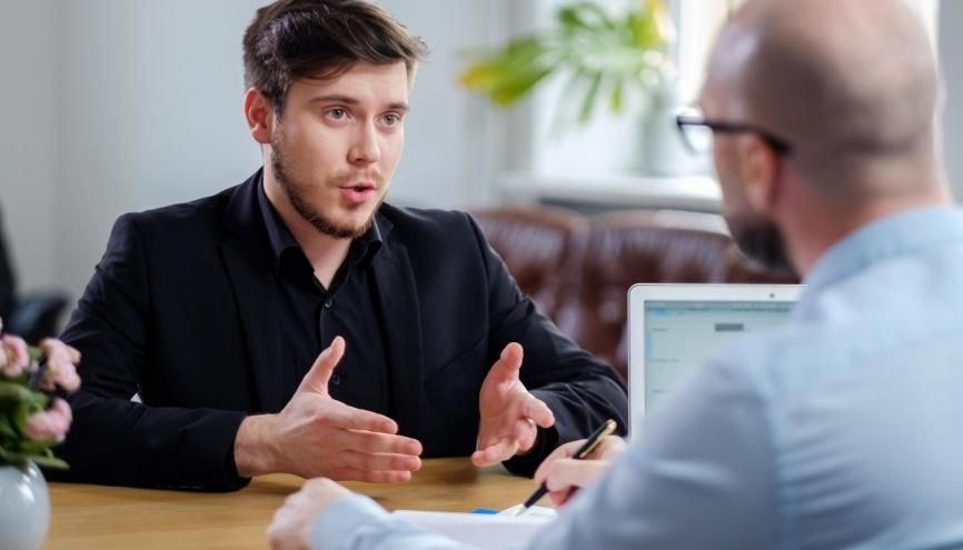 Pour près de 50% des 18–30 ans interrogés par Ipsos, trouver son premier emploi est une mission ardue. //©Nejron Photo / Adobe Stock