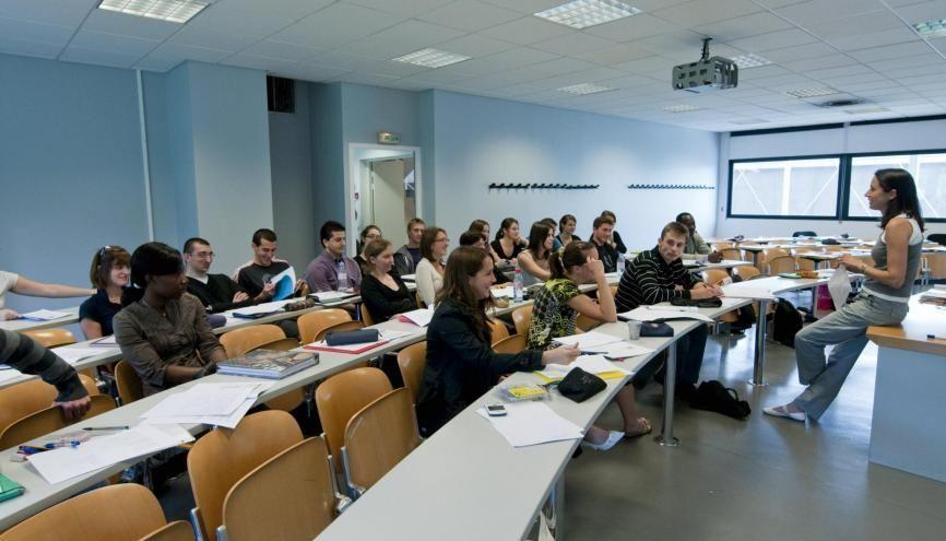 Des étudiants à l'IAE de Grenoble. //©REA/François Henry