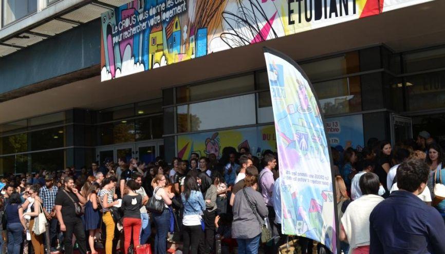 Des centaines d'étudiants franciliens comptent sur le Forum du logement du CROUS pour trouver un toit. //©Natacha Lefauconnier