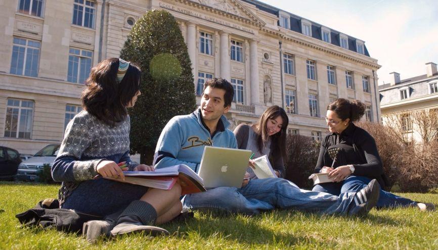 ENSM-SE et l'université Jean-Monnet à Saint-Étienne permettent notamment de préparer le double diplôme médecin-ingénieur. //©T. Chassepoux / ENSM-SE