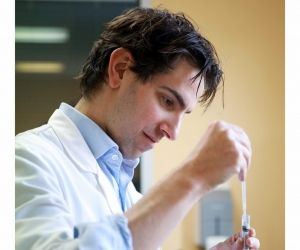 La chimie et la botanique sont les deux disciplines majeures des études de pharmacie.