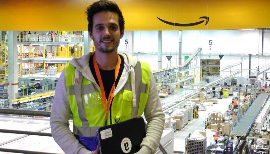 """Lorris, ingénieur de 24 ans, a été recruté chez Amazon comme """"Area Manager"""" au centre de distribution de Saran (45). //©Etienne Gless"""