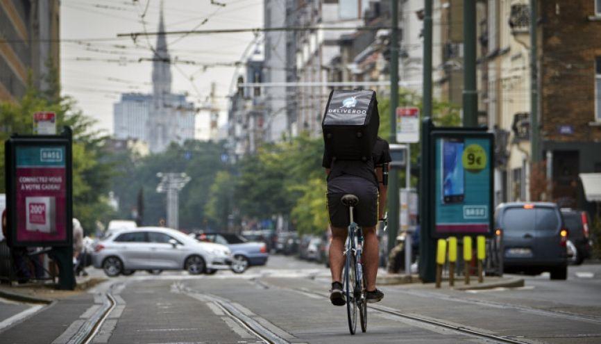 Livraisons à vélo, baby-sitting... De plus en plus de sites web proposent des jobs compatibles avec l'emploi du temps d'un étudiant. //©Olivier POLET/REPORTERS-REA