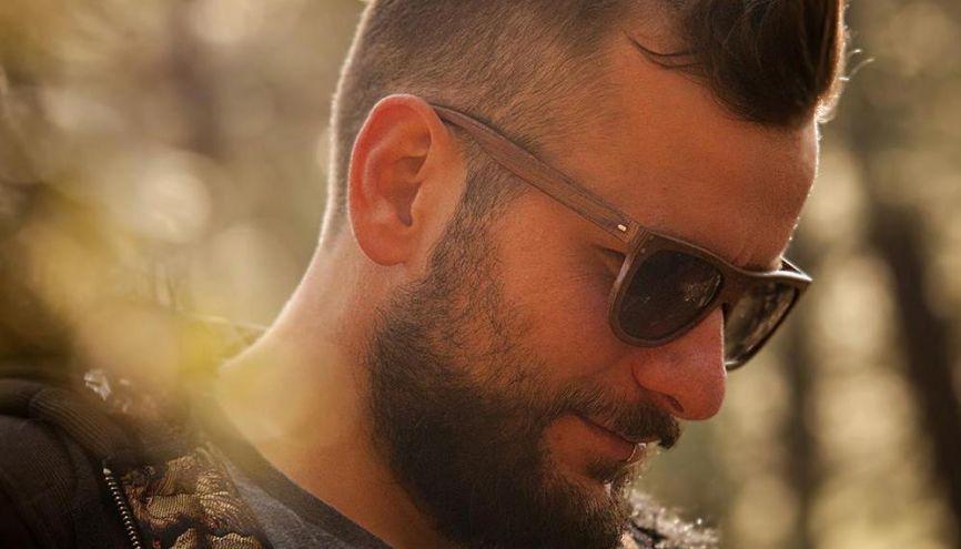 Passionné par le bois, Ludovic Donat-Magnin s'est reconverti en créateur de lunettes. //©Sophie Narses