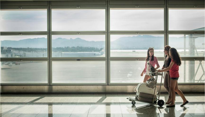 Un nombre croissant de parents estiment qu'un séjour à l'étranger peut être bénéfique aux études de leur enfant. //©plainpicture/Cultura
