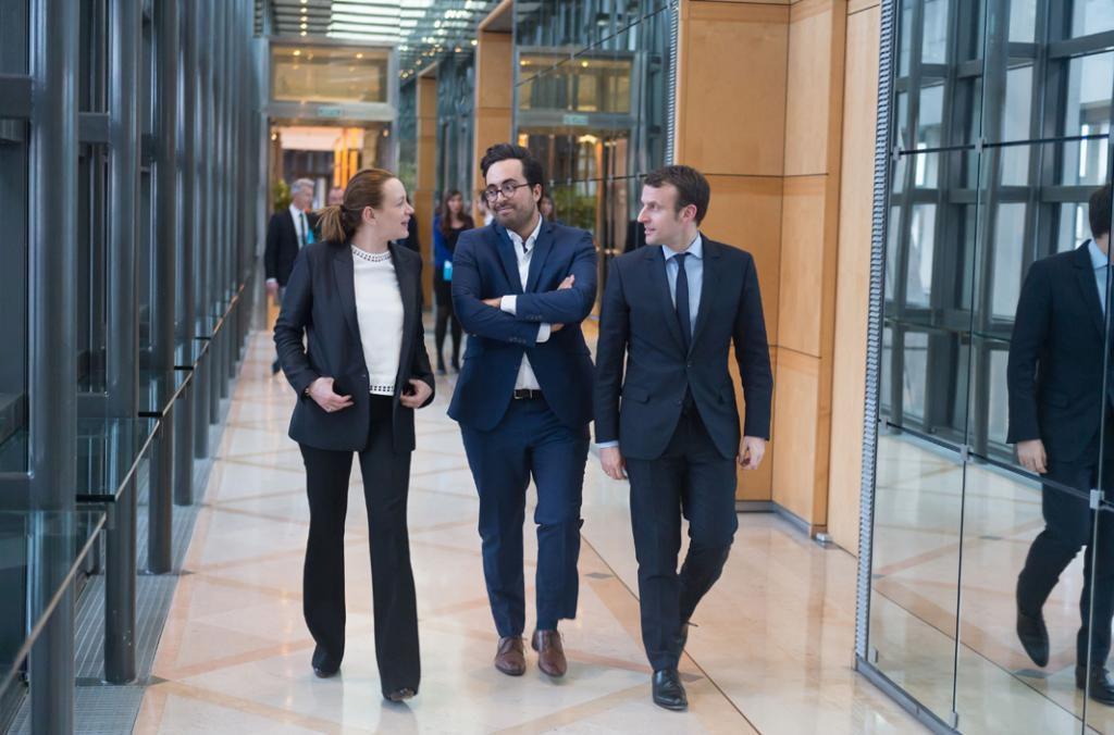 En 2016, dans le gouvernement Valls, Axelle Lemaire, secrétaire d'État au Numérique, Mounir Mahjoubi, alors président du Conseil national du numérique, et Emmanuel Macron, ministre de l'Économie. //©WITT/SIPAA