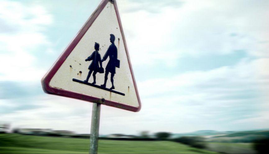 S'éloigner ou renoncer ? Pour suivre une spécialité précise au lycée, en zone rurale, il faudra parfois se décider. //©plainpicture/Goto-Foto/Neville Mountford-Hoare
