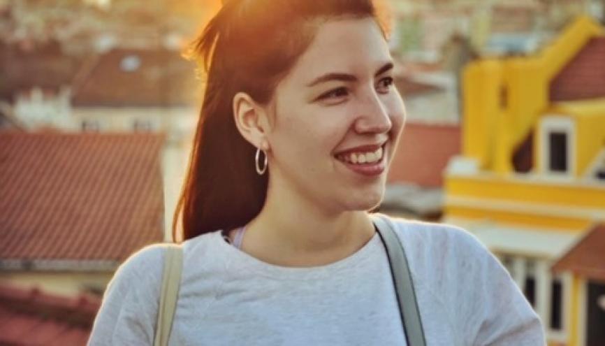 Laure, étudiante de 23 ans, dans les rues de Lisbonne //©Photo fournie par le témoin