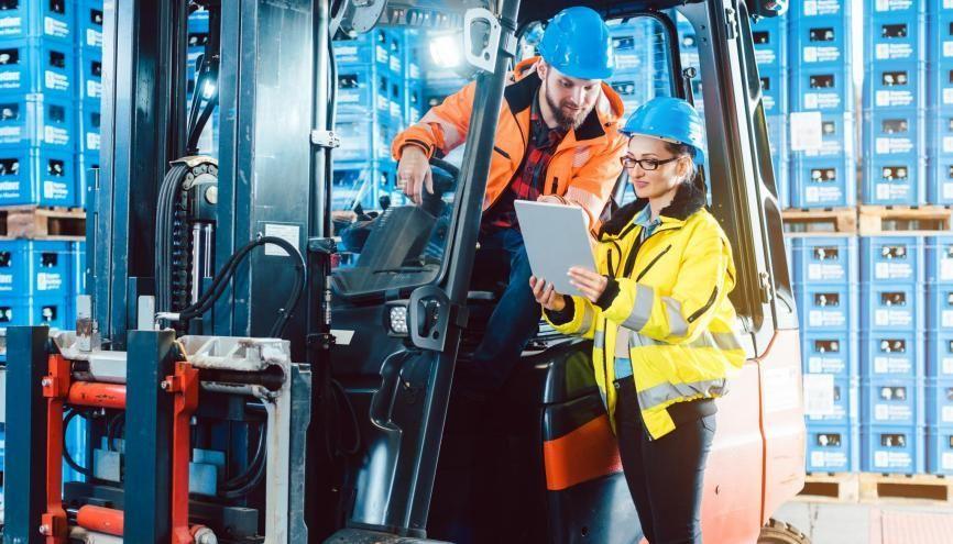 Dans le secteur de la logistique de nouveaux métiers voient le jour comme celui de prévisionniste des ventes. //©Kzenon / Adobe Stock
