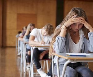 Plusieurs associations de lycéens et de professeurs demandent à revoir le calendrier du bac 2021.