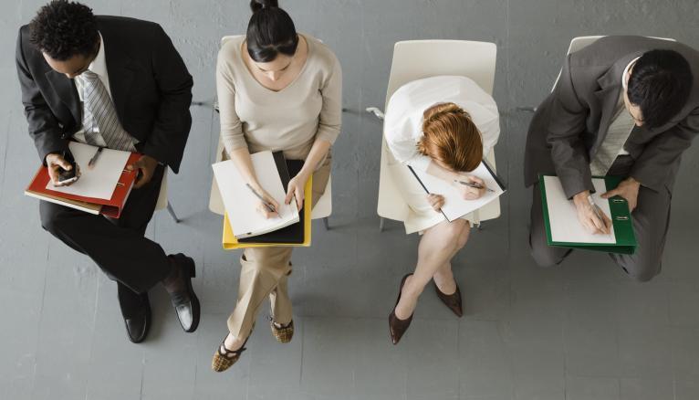 Lors d'un entretien collectif, il faut se positionner entre le hérisson et le paillasson.