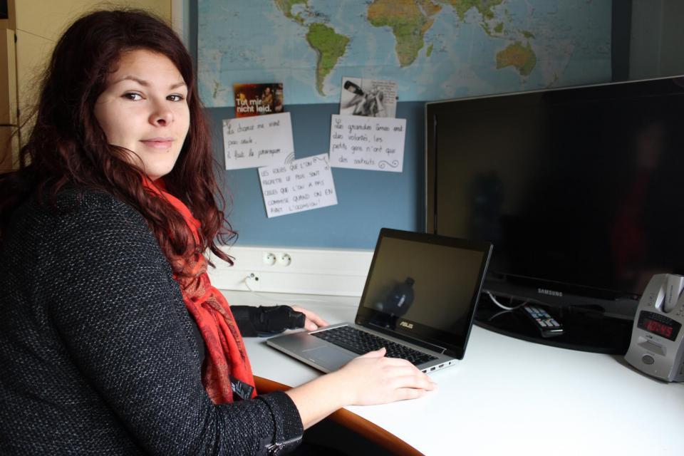 A son bureau, l'étudiante dispose d'assez de place pour travailler. //©Delphine Dauvergne