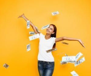 Le domaine droit-économie-gestion reste le secteur le plus rémunérateur avec 2.100 € nets par mois en moyenne.