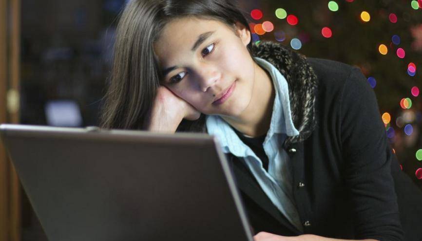 Le groupe Facebook est souvent un lieu d'échange d'informations de première importance concernant la vie de la classe. //©iStockphoto