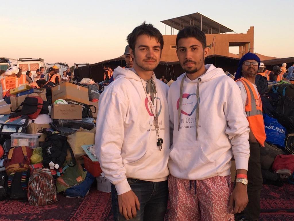 Mehdi et Geoffroy ont fait des dons de fournitures scolaires pendant la course du 4L Trophy. //©Photo fournie par le témoin