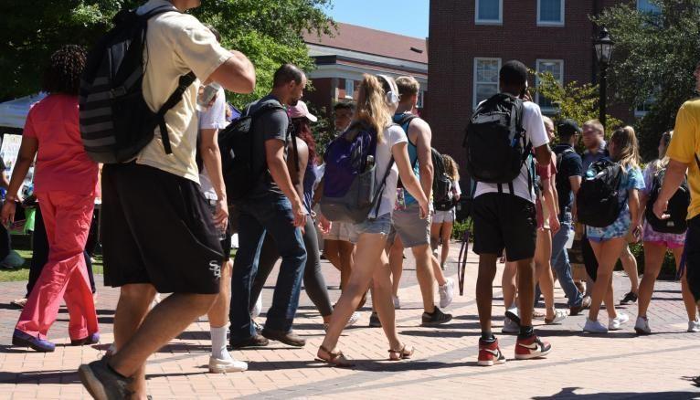 La vie étudiante sur les campus va elle aussi devoir s'adapter aux nouvelles conditions sanitaires.