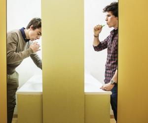 À Saint-Jo, Constantin partage une chambre et une salle de bains avec sept autres garçons.