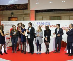 Julie Dautel (2e à gauche) remporte la première place de La France des Solutions Académie 2016, avec le projet Zéphyr Solar.