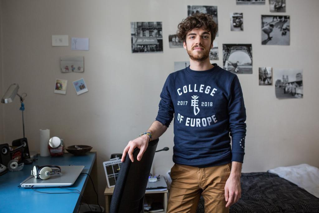 Comme tous ses camarades, le Français Benjamin habite dans l'une des huit résidences universitaires du Collège. //©Virginie Nguyen Hoang/Hans Lucas/HUMA pour l'Etudiant