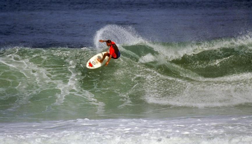 Le surf comme le ski, la danse ou la musique font partie des disciplines qui peuvent bénéficier d'horaires aménagés. // © phovoir //©Phovoir