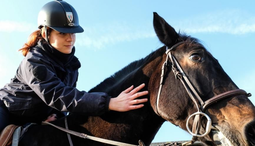 Alicia a intégré l'unité équestre de la police nationale des Yvelines. //©Florian Dacheux
