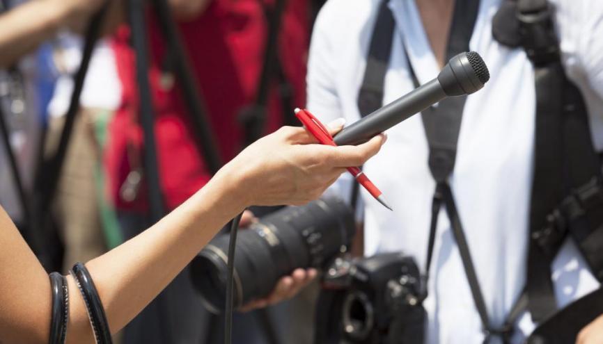 Avoir déjà fait des stages et découvert le quotidien des journalistes est un atout pour être admis dans une école. //©Fotolia