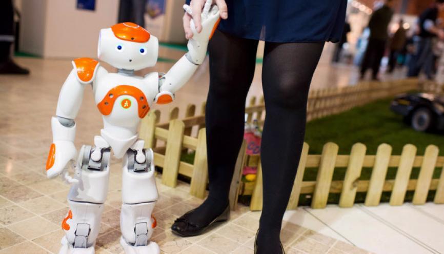 NAO, le premier robot humanoïde français, créé en 2006 par la société Aldebaran. Demain, les robots et autres humanoïdes devraient venir augmenter vos capacités aussi côté métiers. //©Stéphane Audras / R.E.A