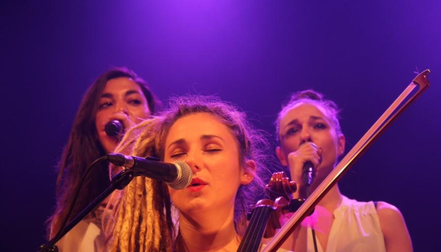 Lucie, Élisa et Juliette : trois jeunes femmes à l'avenir prometteur. //©Pierre Bertho