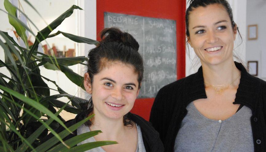 Marie, 29 ans (à gauche), et Clémentine, 30 ans (à droite), ont permis à 74 jeunes de trouver un emploi. //©Photo fournie par les témoins