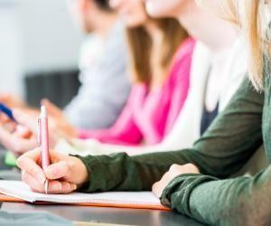 Poursuivre ses études après un BTS permet d'élargir les possibilités d'insertion sur le marché du travail.