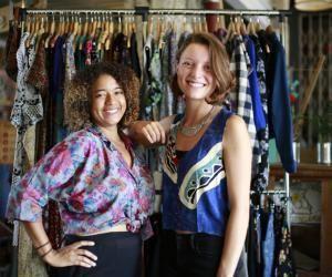 Amandine et Céline vous offrent l'opportunité de louer en commun une vaste garde-robe partagée.