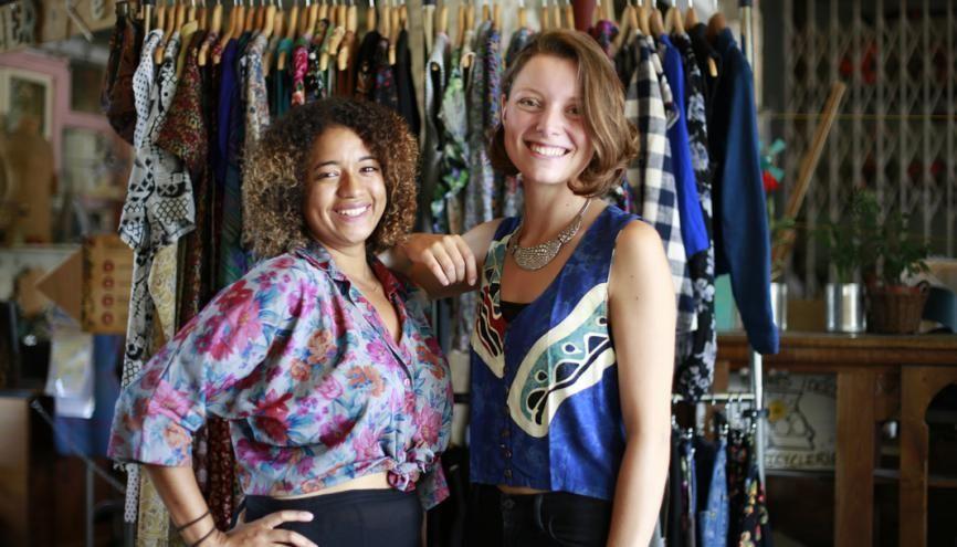 Amandine et Céline vous offrent l'opportunité de louer en commun une vaste garde-robe partagée. //©Hylla