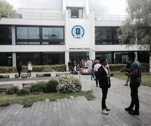 Sur le campus de l'ESSEC, la plupart des étudiants regrettent le départ de leur directeur.